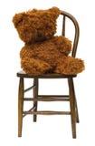 Oude teddybeer op de stoel van het antieke kind bentwood. Royalty-vrije Stock Fotografie