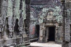 Oude tempel in Angkor Wat Van de de tempel bemost steen van Preahkhan de bas-hulpornament Boeddhistische of Hindoese tempel stock foto's