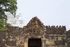 Oude tempel in Angkor Wat Van de de tempelingang van Preahkhan de gravure van de de bas-hulpsteen Boeddhistische of Hindoese temp stock afbeeldingen