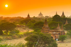 Oude tempel in Bagan terwijl zonsondergang, Myanmar Stock Foto