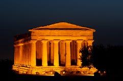 Oude tempel bij nacht Stock Foto's