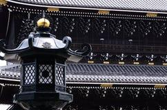 Oude tempel en lantaarn, Kyoto Japan stock foto's