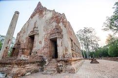 Oude Tempel in het historische die park van Phichit, Thailand met rode Baksteen wordt gemaakt Stock Afbeelding