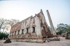 Oude Tempel in het historische die park van Phichit, Thailand met rode Baksteen wordt gemaakt Stock Foto