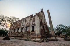Oude Tempel in het historische die park van Phichit, Thailand met rode Baksteen wordt gemaakt Royalty-vrije Stock Foto