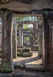 Oude tempelruïnes dicht bij Angkor-Vat Stock Afbeeldingen