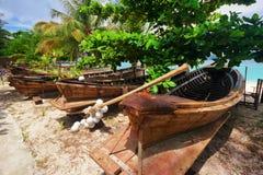 Oude Thaise boten bij het strand Stock Foto's