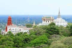 Oude Thaise tempel op berg Royalty-vrije Stock Fotografie