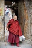 Oude tibetan monnik Royalty-vrije Stock Afbeeldingen