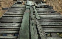 Oude tijdelijke houten brug Royalty-vrije Stock Afbeelding