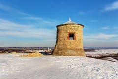 Oude toren op een heuvel Royalty-vrije Stock Afbeeldingen