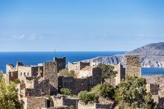 Oude torenhuizen in dorp Vathia op Mani, Griekenland stock foto