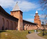 Oude torens van Novgorod het Kremlin stock afbeelding