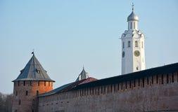 Oude torens van Novgorod het Kremlin stock afbeeldingen
