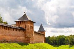 Oude torens van Novgorod het Kremlin, Rusland Stock Fotografie
