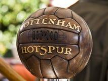 Oude Tottenham voetbalbal Stock Fotografie