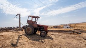 Oude tractor in de woestijn van Georgië Stock Foto's