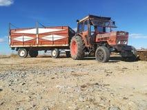 Oude Tractor op het Gebied Royalty-vrije Stock Foto