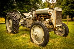Oude tractor op Peninsulaire Mornington royalty-vrije stock fotografie