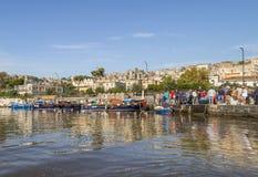 Oude traditionele markt van verse vissen op het strand in Napels Stock Foto
