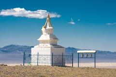 Oude traditionele witte stupa Stock Afbeeldingen