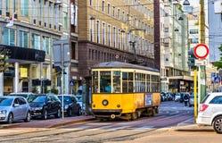 Oude tram in het historische centrum van Milaan Stock Foto