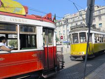 Oude tram in Lissabon, Portugal Stock Foto