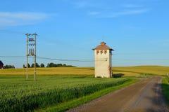 Oude transformator bij platteland Royalty-vrije Stock Afbeelding