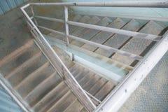 Oude trap aan 2de verdieping Royalty-vrije Stock Afbeeldingen