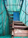 Oude trap van de hoge steiger Stock Fotografie