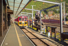 Oude trein bij de Post van Kameoka Torokko in Arashiyama, Kyoto Stock Foto
