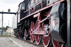 Oude trein in een station Royalty-vrije Stock Afbeelding