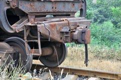 Oude trein op spoorweg Royalty-vrije Stock Afbeeldingen