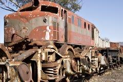 Oude trein in werf Stock Afbeeldingen