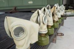 Oude treincabine met gasmasker Royalty-vrije Stock Foto's