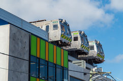 Oude treinen op het dak van een gebouw in Collingwood, Melbourne, Australië Royalty-vrije Stock Foto's