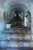 Oude tunnel met treden stock illustratie