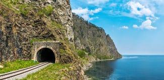 Oude tunnel op Spoorweg circum-Baikal stock afbeelding