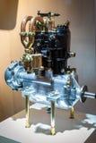 Oude two-cylinder motor van een auto Stock Foto