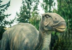 Oude uitgestorven dinosaurus stock afbeeldingen