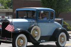 Oude Uitstekende Auto en Blauwe Hemel Royalty-vrije Stock Fotografie