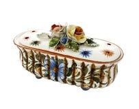 Oude uitstekende ceramische die kist op wit wordt geïsoleerd stock foto