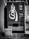 Oude uitstekende cokesmachine Royalty-vrije Stock Afbeelding