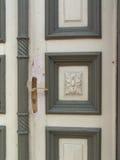 Oude uitstekende deur - Voorraadbeeld Stock Foto