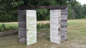 Oude uitstekende deuren Stock Fotografie