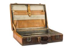 Oude uitstekende die koffer op witte achtergrond wordt geïsoleerd Royalty-vrije Stock Fotografie