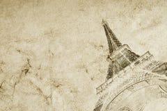 Oude uitstekende document textuurachtergrond met het silhouet van de toren van Eiffel in Parijs De fototextuur van uitstekende kw stock foto's
