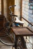 Oude uitstekende fiets Stock Afbeelding