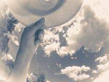Oude uitstekende foto De zomer van de de hemelwolk van de handhoed Stock Foto