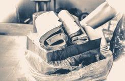 Oude uitstekende foto scherpe lagen kleistukken voor het beeldhouwen Royalty-vrije Stock Afbeelding